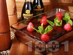 Шоколадов сладкиш с пресни ягоди и какаова глазура - снимка на рецептата